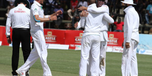 The South Africa players celebrate the wicket of Brendan Taylor © Associated Press