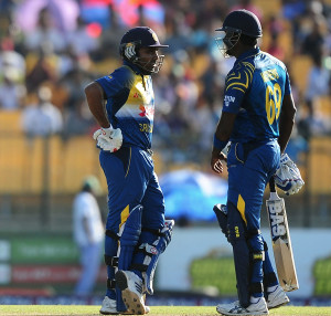 Angelo Mathews and Mahela Jayawardene added 122 for the fourth wicket © AFP