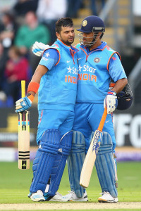 MS Dhoni and Suresh Raina added 144 for the fifth wicket © Getty Images