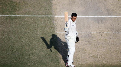 Ross Taylor acknowledges the applause after his century © Getty Images