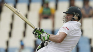 AB de Villiers goes for a pull © Associated Press