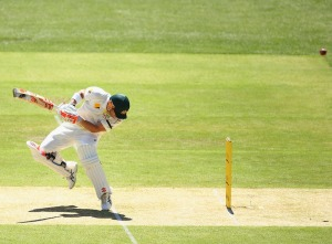 David Warner avoids a bouncer © Getty Images