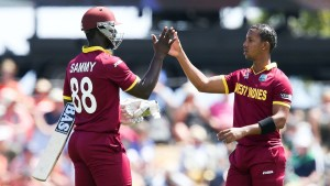 Darren Sammy and Lendl Simmons put on 154 runs for the sixth wicket © Getty Images