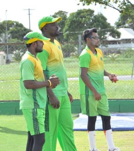 Guyana Jaguars head coach, Esuan Crandon (centre) with Veerasammy Permaul and Devendra Bishoo